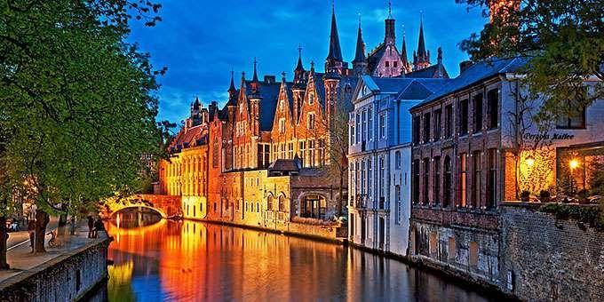 Τα κανάλια, η μεσαιωνική γοητεία, οι λίμνες με τους κύκνους, οι ανεμόμυλοι, η βελγική σοκολάτα και όλα όσα θα σας μαγέψουν όταν επισκεφθείτε την Μπριζ.