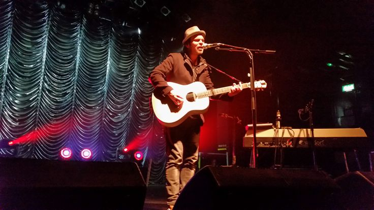 Gaz Coombes performs at #UnpluggedForAutism #autism #charity #music #rock #gig