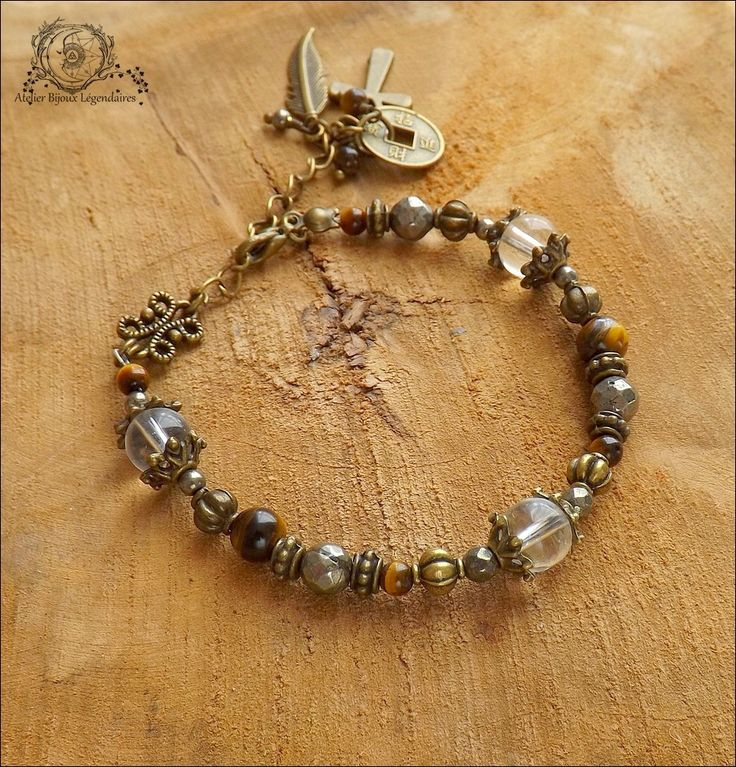 """Bracelet Pyrites facettées, Oeil de tigre, Cristal de roche, multiples breloques """"croyances"""": ᘛ Murmures arides ᘚ : Bracelet par atelier-bijoux-legendaires"""