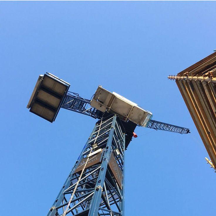 On-site  sky-high. Brentford Lock West.  . . #onsite #building #scaffolding #constructionsite #brentfordlock #constructionworker #blueskies