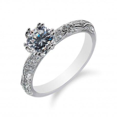 Stříbrný prsten s výrazným zirkonem