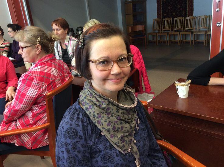 Anne Lampilehto on ravitsemistyöntekijänä Sulkavan keskuskeittiössä.