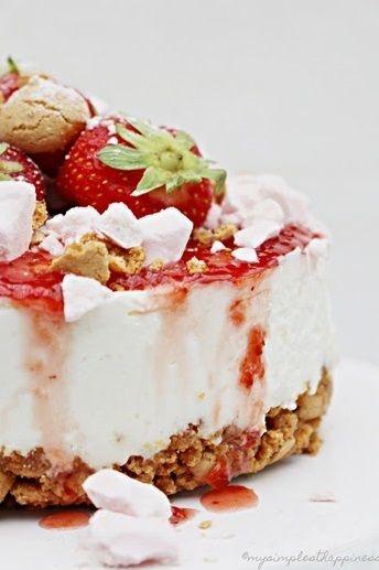 strawberry cheesecake with amaretti base, strawberry sauce & meringue