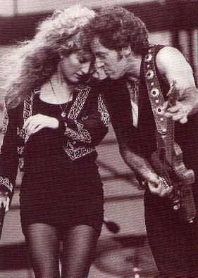 Bruce Springsteen And Patti Scialfa I 39 M With The Band