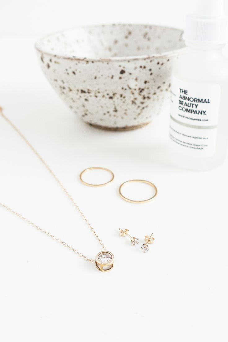 Pure, fresh, and versatile: minimalist jewellery for modern brides