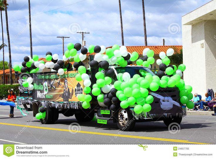 Carro Cubierto Con Los Globos Imagen editorial - Imagen: 24657705