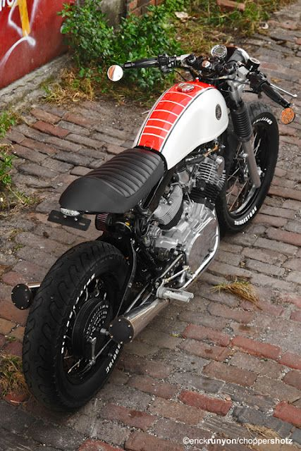 cafe racer yamaha xv920 > ..: love the red 'verterbrae' stripe + white tyre text :..