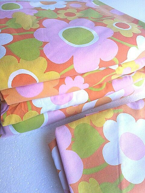 I'm selling a fabulous set of #vintage #60's #retro #flower #sheets #twin #midcentury #modern you will receive 2 fitted and flat sheets with 2 pillow cases. $40  will ship