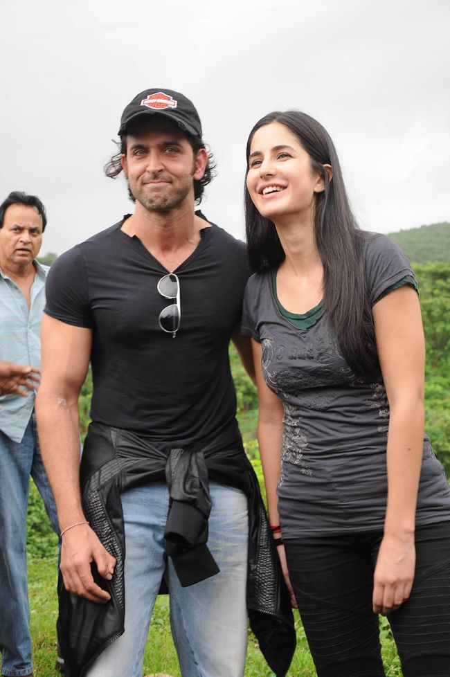 While promoting a watch brand he endorses, Hrithik Roshan, at a recently held event, spoke fondly about his Bang Bang co-star Katrina Kaif.  According to a report, clearly one of Bollywood's best dancers admitted to having been taught a thing or two about dance by Katrina, even saying that 'she knows everything' . Hrithik then reportedly went on to talk about the lack of privacy in his life these days, and how dealing with it is possible if you don't let it affect you.