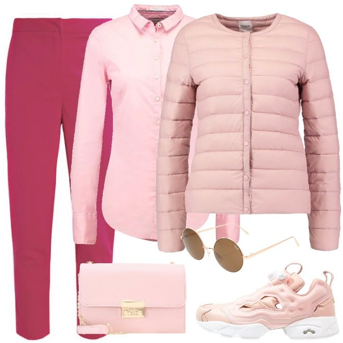 Outfit composto da una camicia rosa, pantaloni comodi a vita alta e scarpe sportive, sempre sulla tonalità del rosa. Borsetta dotata di tracolla e per completare il tutto, occhiali da sole rosa.