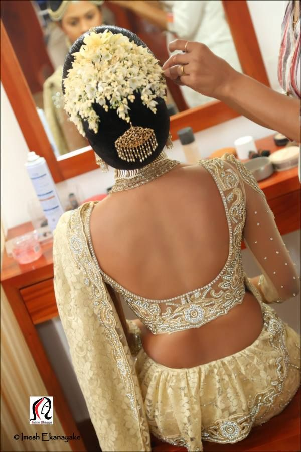 What a beautiful large low bun with flower gajra & juda pin! Care however should be taken before adopting such hairstyles, as due to it's high static charge, it will cause phlegm to move up in the throat, causing the voice to quaver & a frequent urge to clear the throat. A heavy chabi chhalla with a long & wide hook if inserted at the edge of the pleats of the saree, will reduce this problem as it's hook will activate the acupressure points that act to keep the throat clear.