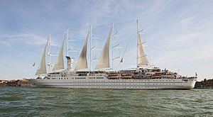 Wind Surf. Ένα από τα μεγαλύτερα με πανιά κρουαζιερόπλοια. 1990 ~ 1998 Club Med 1. 1998 ~ present, today's name. Ιδιοκτησία & Διαχείριση: Windstar Cruises. Παρθενικό ταξίδι το 1990. 14.745GT ~ 194 μ.μ. ~ 20 μ.πλάτος ~ 8 κατ/τα ~ 10~15knots ~ 386 επ. ~ 214 α.πλ.