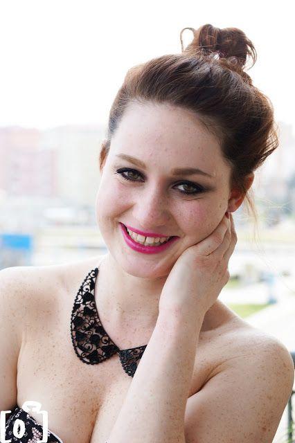 Lucka z Be Fabulous :) a focení s Palatin Photography :) na fotce má růžovou rtěnku ze svého e-shopu