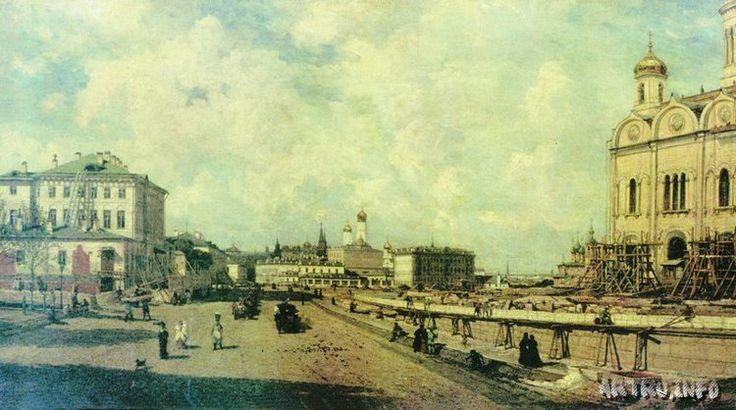 Вид храма Христа Спасителя с Пречистенки в Москве.