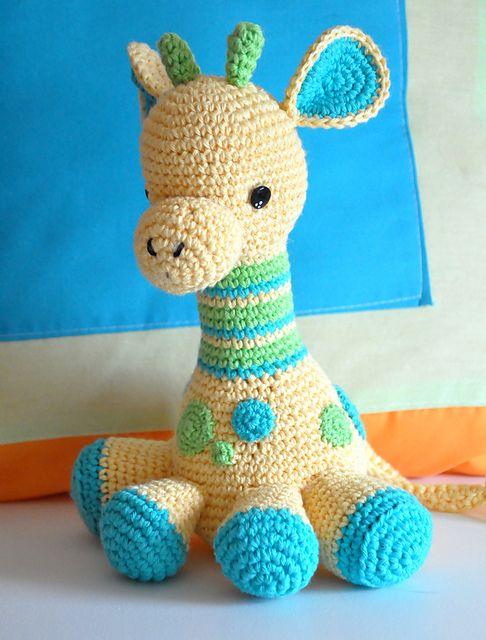Modelo de la jirafa del bebé libre del ganchillo amigurumi