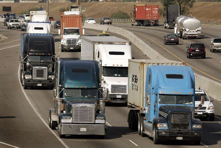 DRIVING SAFETY ADVICE AROUND TRUCKS – 8 TRUCK SAFETY TIPS