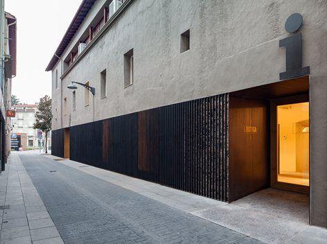 A door to the landascape - Olot Tourist Office, Olot, 2015 - Arnau Estudi d'Arquitectura
