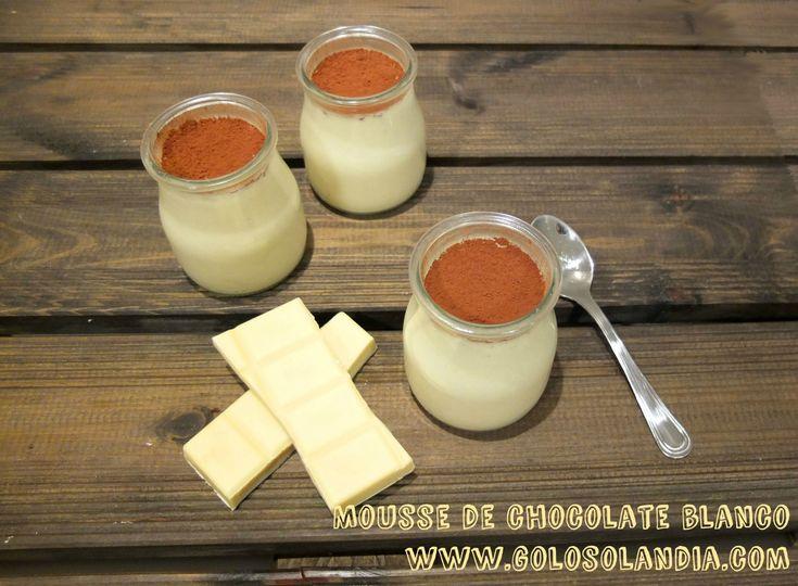 Espumosa #mousse de #chocolate blanco fácil #receta casera paso a paso (incluye vídeo en HD).  http://www.golosolandia.com/2015/04/mousse-de-chocolate-blanco.html