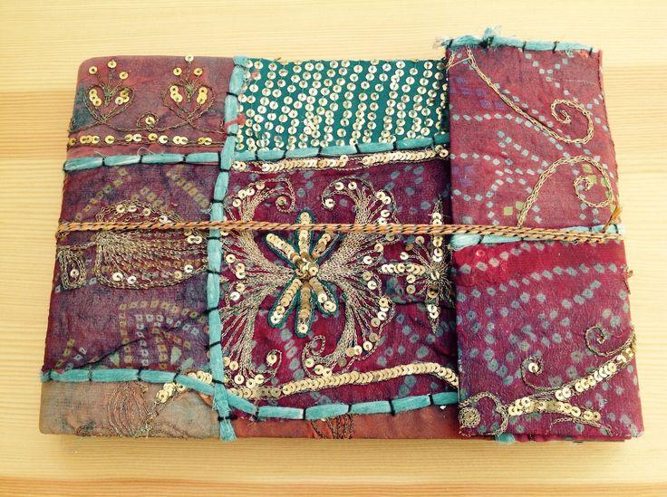 Álbum de fotos. Totalmente artesanal. Papel reciclado y forrado con telas típicas de La India.