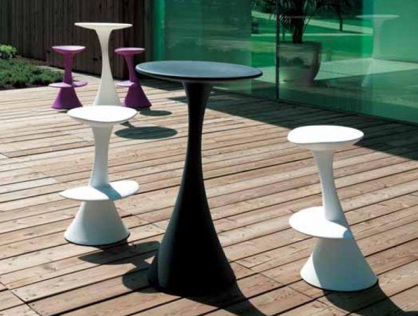 Scaunele Dodo și masa Nana - suple, elegante și moderne, deci piese de mobilier pentru orice fel de spațiu care își dorește să iasă în evidență. The Dodo chairs and Nana table - slick, elegant and modern, thus furniture pieces perfect for any space that needs to stand out.