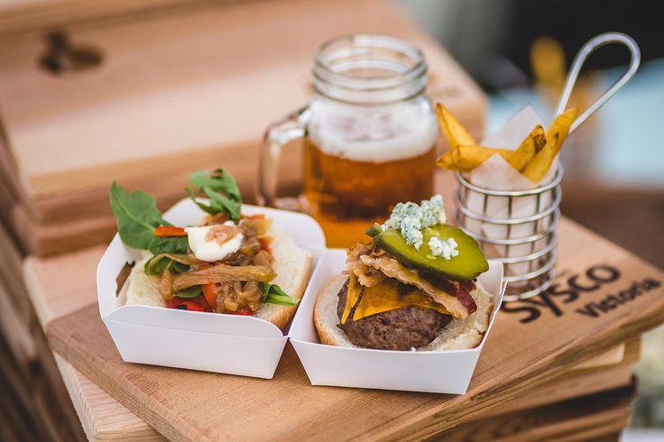 Mini Slider, Fries and Beer