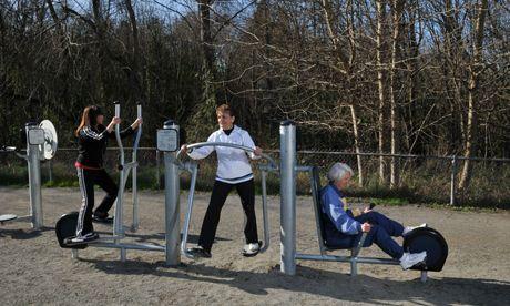 Mehrgenerationenspielplatz Outdoor Fitnessgeräte
