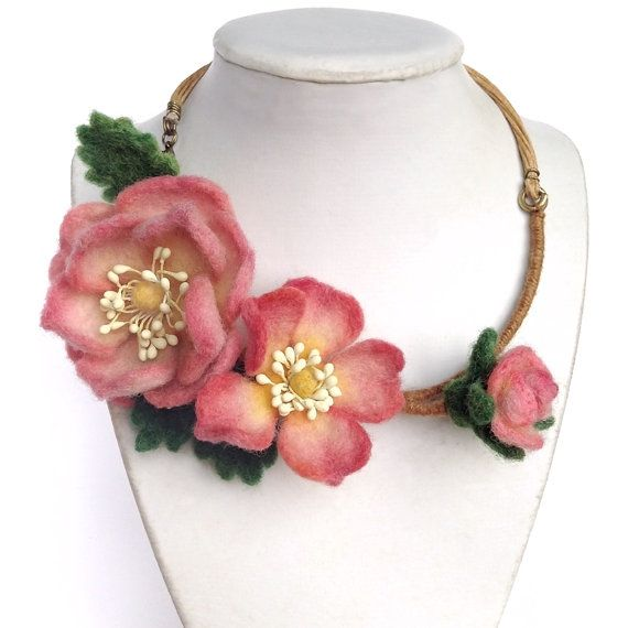 Wild Rose Rosehip Briar / Necklace / Felting by PuntikvaStore