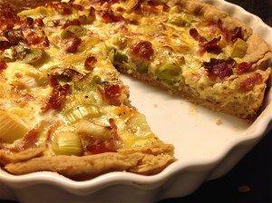 Tærte med skinke eller bacon opskrift fra Alletiders Kogebog blandt over 38.000 forskellige opskrifter på
