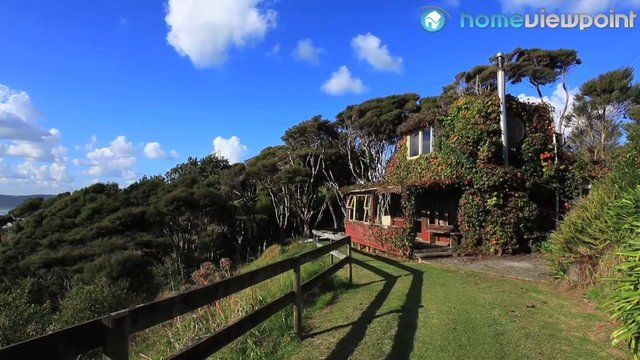 Raglan - Solscape : unique lodging, railway cabooses, hardcore surfers, 2 hours from Auckland