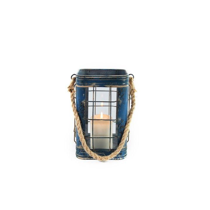 Lantaarn Thida. Deze blauwe lantaarn heeft een verweerde, broccante uitstraling. #intratuin