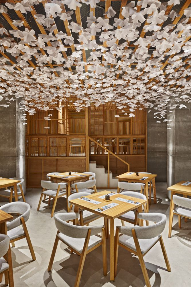 Nozomi Sushi Bar. Project by Masquespacio. Wood and origami