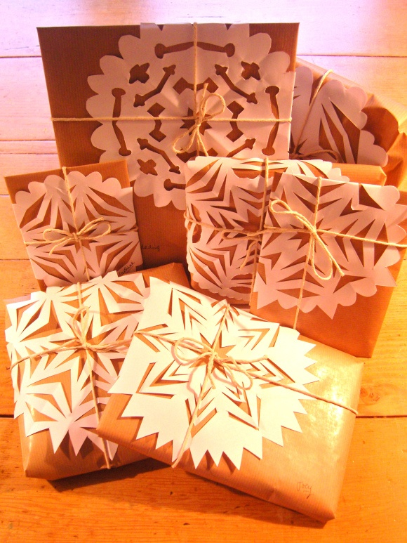 SNOWFLAKES:  Christmas Wrapping idea - would work so sweetly with any solid color wrap
