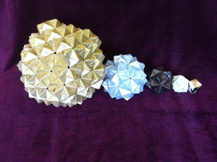 Les origamis du Collège Elsa Triolet avec l'Institut Camille Jordan   http://math.univ-lyon1.fr