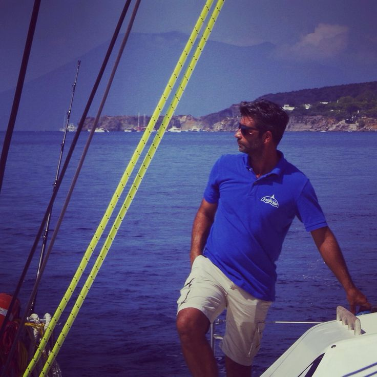 Chi riesce ad organizzarsi si troverà' nel luogo giusto With a little planning you will end up in the right place  @ilmiglioblue #estate #summer #isoleeolie #aeolianislands #mare #sea