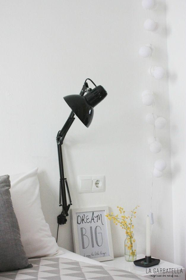 Flexo en la pared dormitorio : via MIBLOG