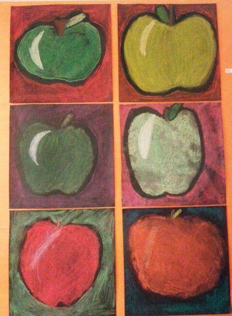 Omena kuivapastelliväreillä. Paperina musta A3 - > neliö. Työssä haettiin hieman vastaväri-ajattelua ( omena / tausta ). Tekijöinä 3.lk kuvis syksy AHP