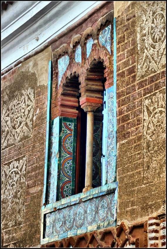 """Hermosa ventana de la Casa del Ajimez, actual Centro de Interpretación """"Las Voces de la Ciudad"""". En este lugar se guardbaban en el siglo XV productos de la farmacopea del mundo entero."""