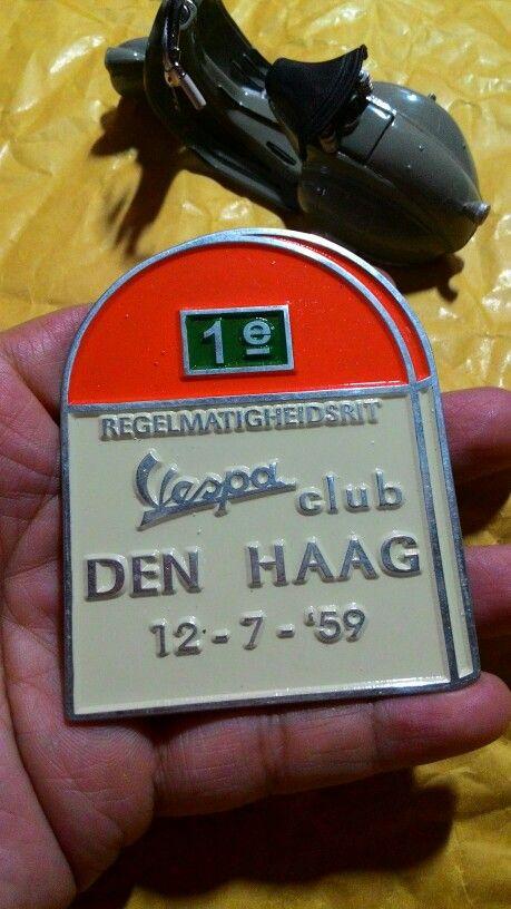 Badge placca vespa club den hag 12.7.59 Size. 6.5cm to 8cm