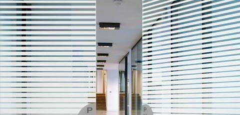 Welkom bij Sign Top - Vinyls > Glasfolies > Réflectiv > Réflectiv Decorative Films (30 mtr/rol) > Reflectiv Glasfolie Decreasing Stripes (mtr. )