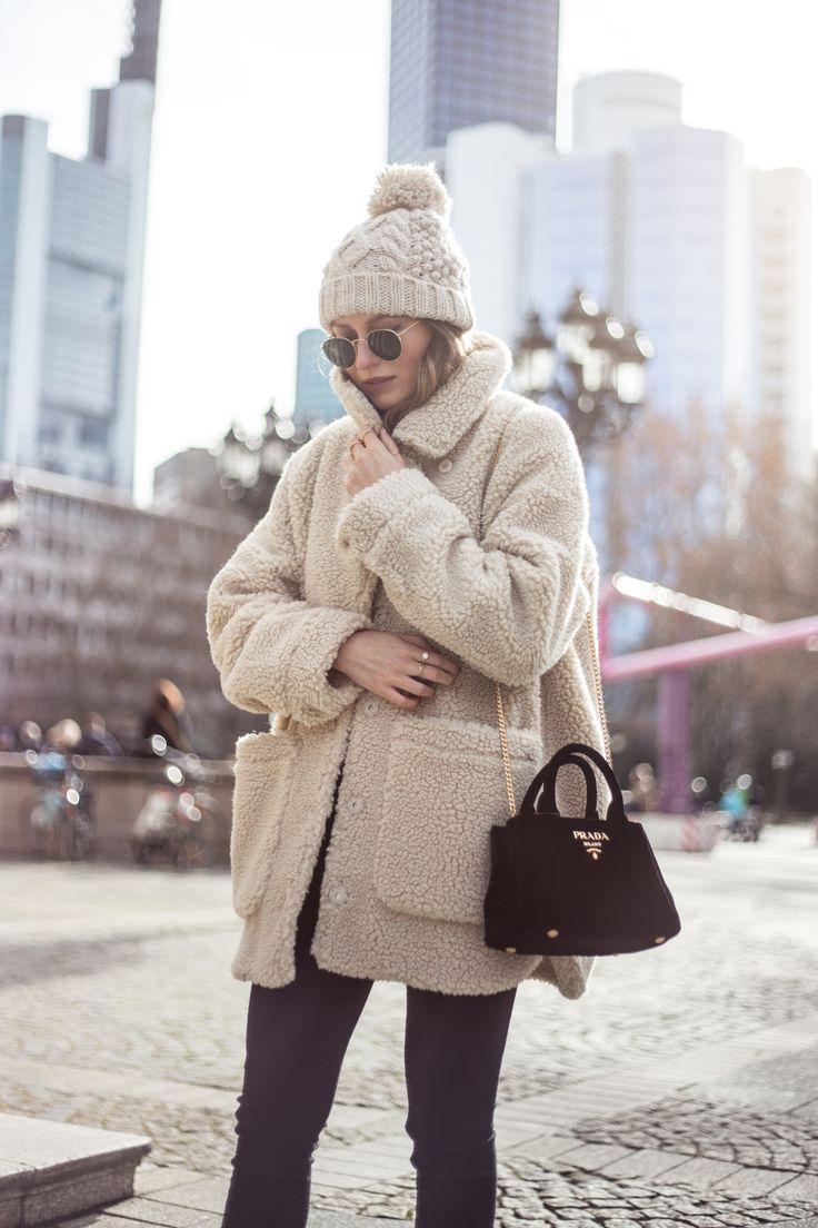 Monki Teddy Coat, Prada Velvet Bag, Chunky Knit Beanie, Outfit, www.livia-auer.com