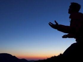 Beaucoup de chrétiens connaissent l'échec dans leur vie parce qu'ils ne sont pas préparés pour le combat spirituel. Par John Roos