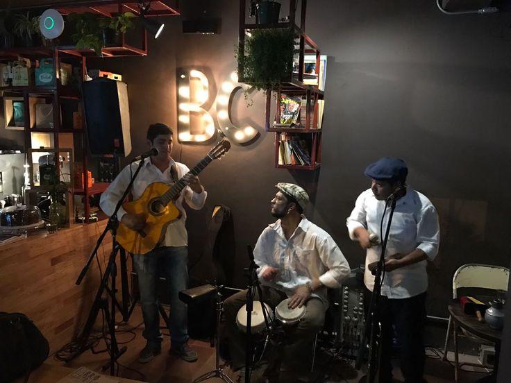 Great live music and a great 1st year birthday party @BAR #BarrioCentralCafeBar #Aniversario #Party #Fiesta #NoCover #LiveMusic #MusicaEnVivo #SonCubano #UPB #La70 #SanJoaquin #Laureles #BarrioCentral #CafeBar #BarLocal #BebeLocal