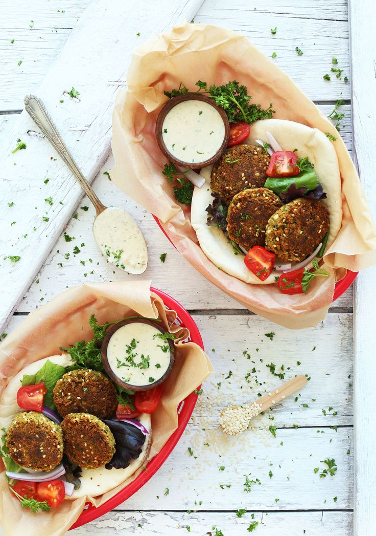 AMAZING Simple Vegan Falafel with 10 ingredients and no frying required! #vegan #healthy #dinner #recipe