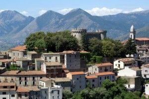 Monteroduni - Il castello Pignatelli. 41°31′00″N 14°10′00″E