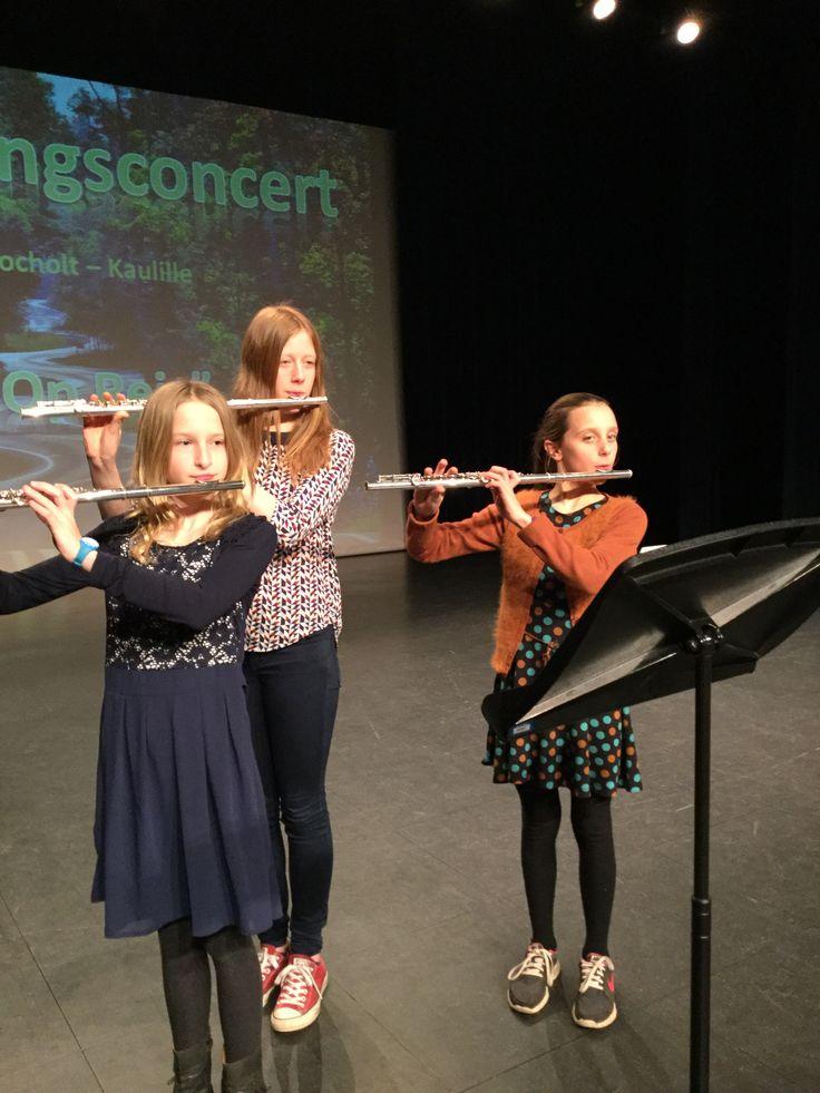 De leerlingen van de kunstacademie Bocholt namen het publiek mee op reis met hun muziek, theater, dans en beeldende kust.