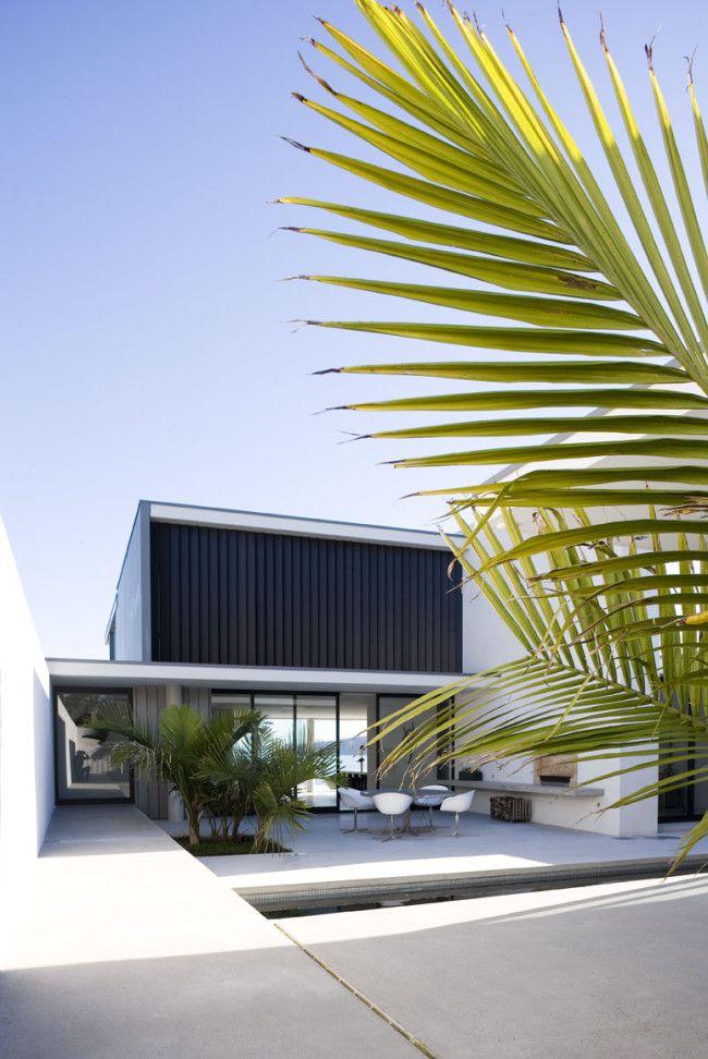 Serene minimalist beach house in Auckland | Designhunter - architecture & design blog