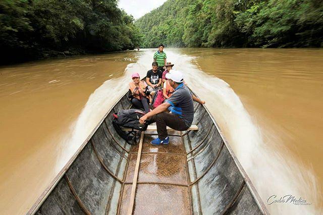 Navegando por el paraíso de la Amazonía. El Alto Nangaritza.  Vive tu mejor #aventura con #Rutaviva#TravelTheWorld  Encuentra cientos de DESTINOS y HOTELES en  www.rutaviva.com  _____________________________________________ Photo:  @carlosmedinav77  #AmoEcuador #ViajaPrimeroEcuador#FeelAgainInEcuador  #Ecuador#FamiliaViajeraEcuador  #allyouneedisecuador #travelblogger #mochileros #natgeotravel #EcuadorTuLugarEnElMundo #LikeNoWhereElse #amor  #AllInOnePlace#instatravel #TraveltheWorld…