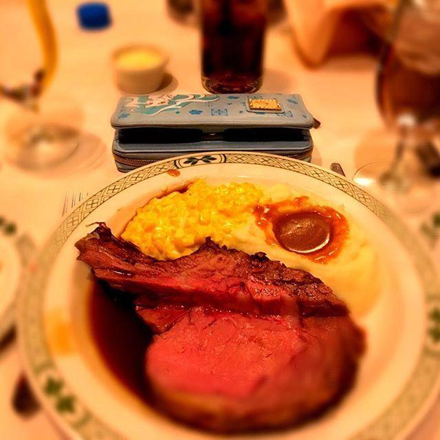 . ラスベガスで食べた ローストビーフが すごく美味しかったのを 今思い出した(*´ω`*) . . . #ラスベガス #トラベラー #アメリカ🇺🇸 #ギャンブル #アメリカ観光 #旅人 #ローストビーフ #アメリカ #アメリカ旅 #海外行きたい #旅 #USA #フォロー募集 #フォロー返します #海外旅行 #好きなこと #美味しい #happy #love #料理 #幸せ #ランチ #ミディアム #写真撮ってる人と繋がりたい #ファインダー越しの私の世界 #インフルエンサー #肉 #やっぱりお肉が好き #肉祭り #ステーキ