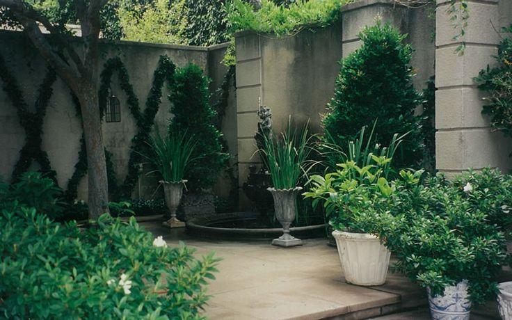 McCormick Interiors: Diamonds Patterns, Harlequin Vines, Espalier Vines, Beautiful Wall, Diamond Pattern, Mccormick Interiors, Rooms Terraces, Diamonds Shape, Courtyards