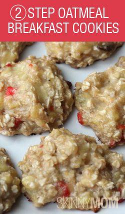Skinny two step oatmeal breakfast cookies (ingrediënten: havermout, (over)rijpe banaan, kaneel en evt. Stevia/gedroogde aardbei) (@ Skinny Mom)
